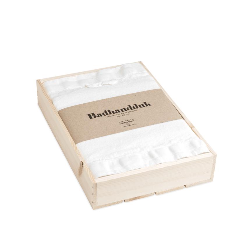 Linen bath towel in box 1